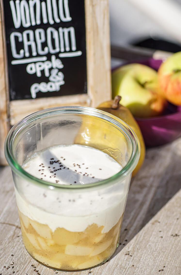 Apfel-Birnen-Kompott mit Vanillecreme