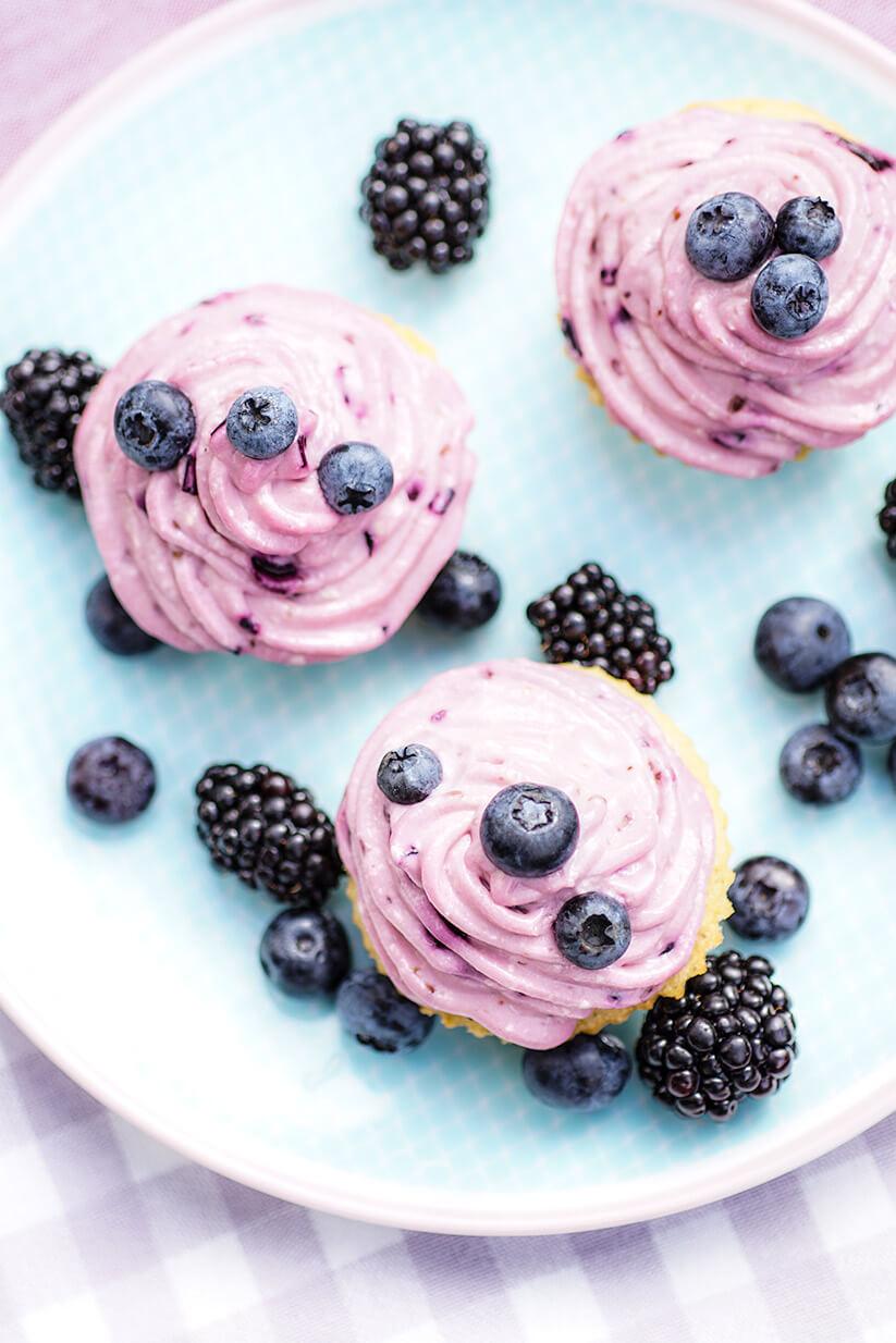 Dinkelmehl Cupcake Rezept mit Blaubeer-Frosting