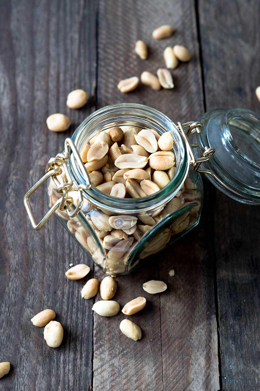 Erdnüsse im Glas