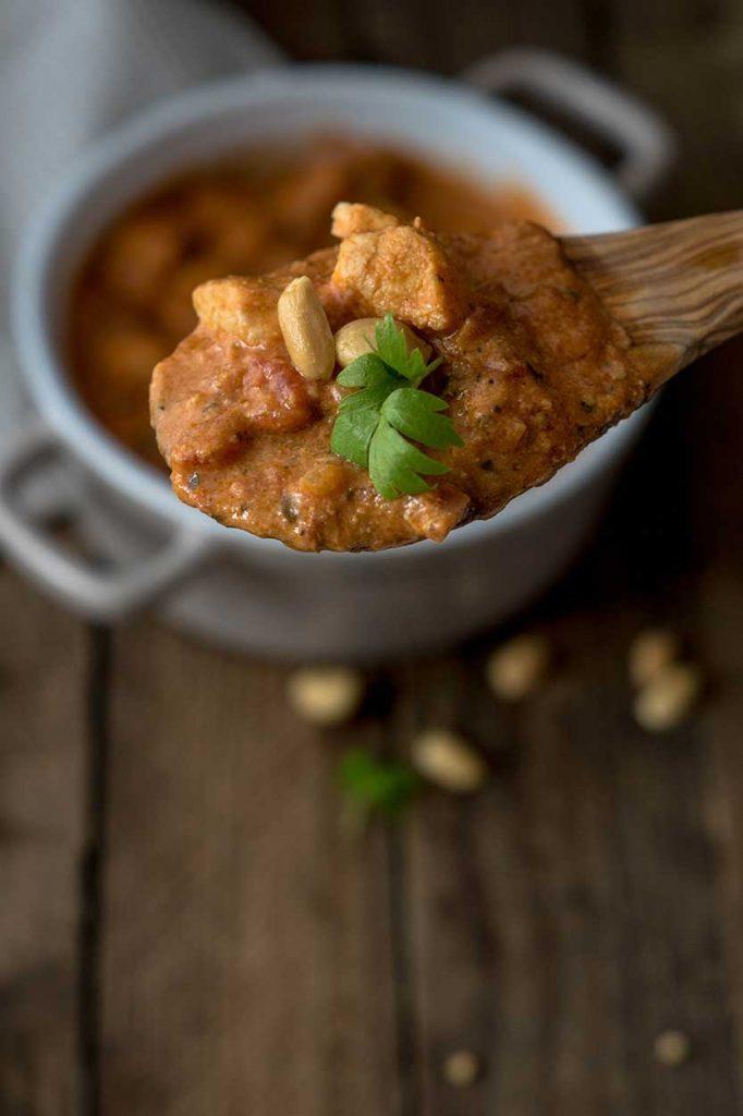 Hähnchenpfanne mit Erdnussbutter zubereiten