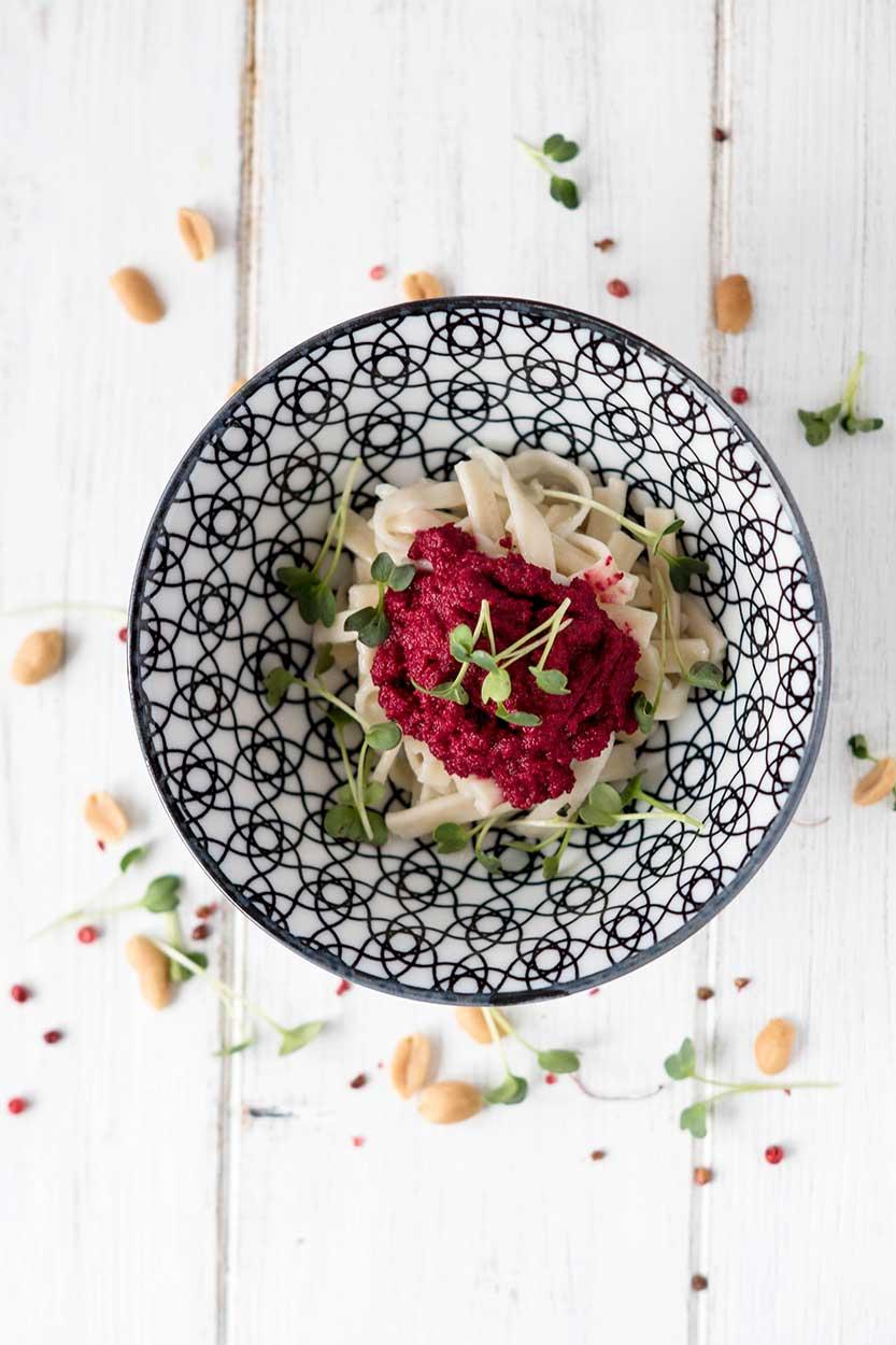 Rote-Beete-Pesto auf Nudeln
