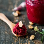 Rote Beete-Erdnuss-Pesto