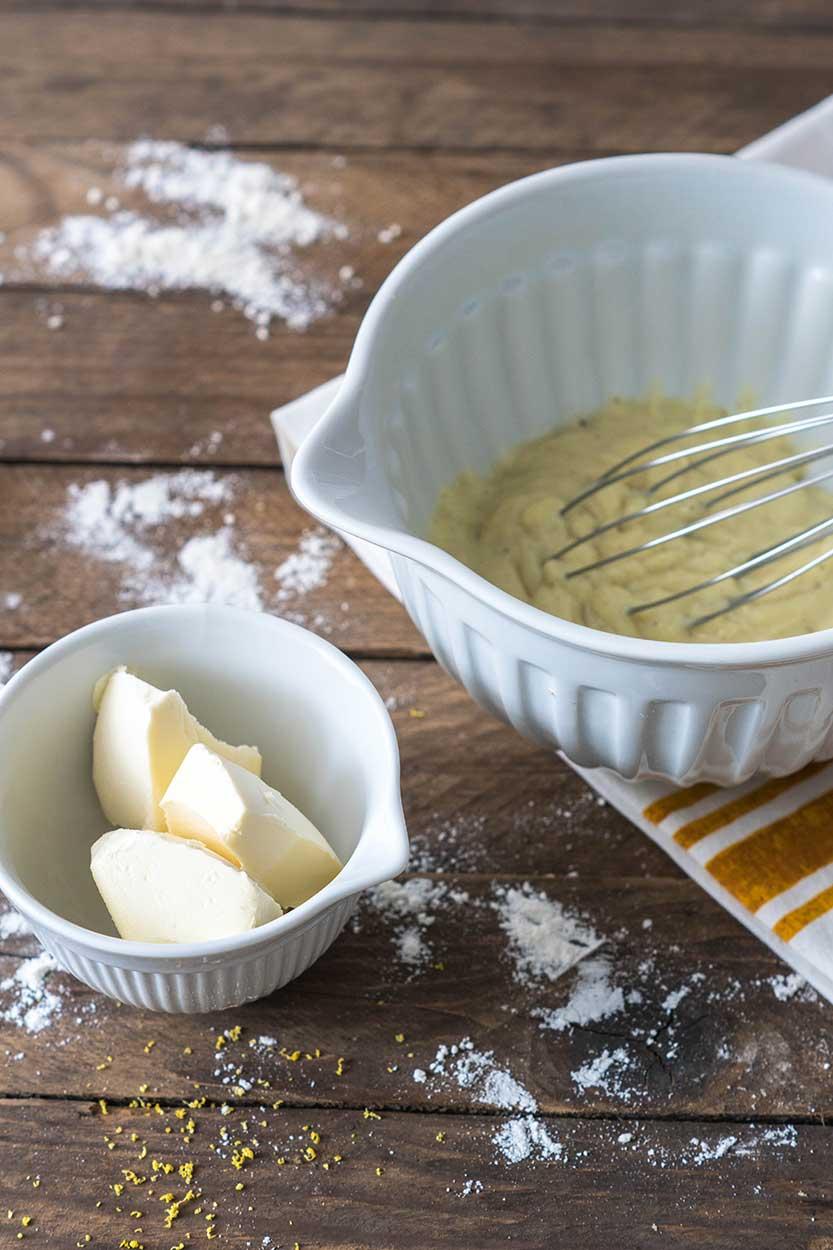 Vanille-Buttercreme in Schüssel