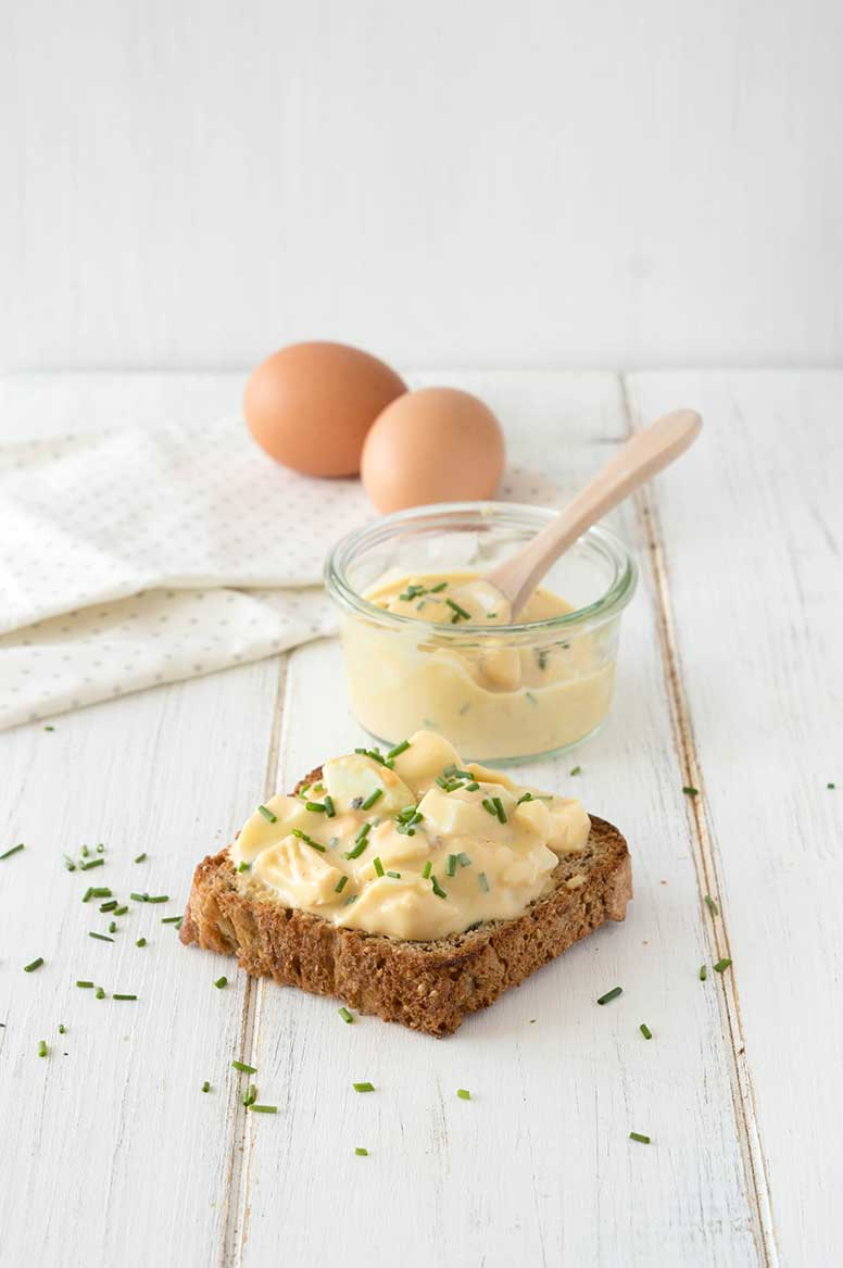 Eiersalat ohne Mayonnaise mit Schnittlauch