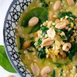 Spinat Buchweizen Curry in Schüssel