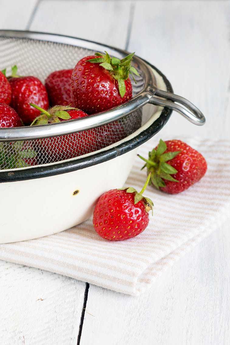 Frische Erdbeeren im Sieb