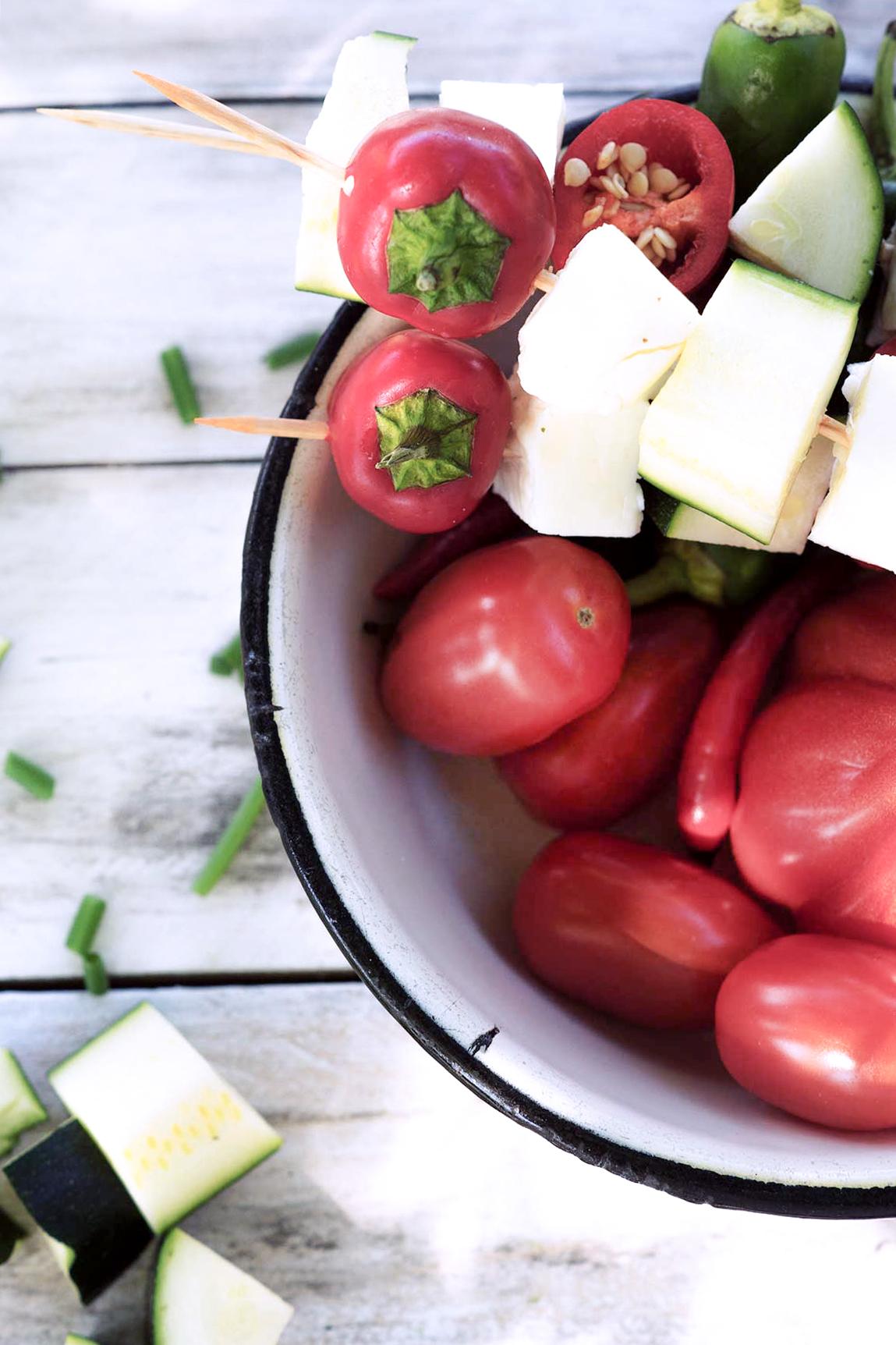 Gemüse auf einem Spieß zum grillen