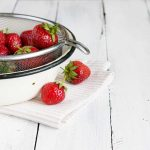 Frischen Erdbeeren im Sieb