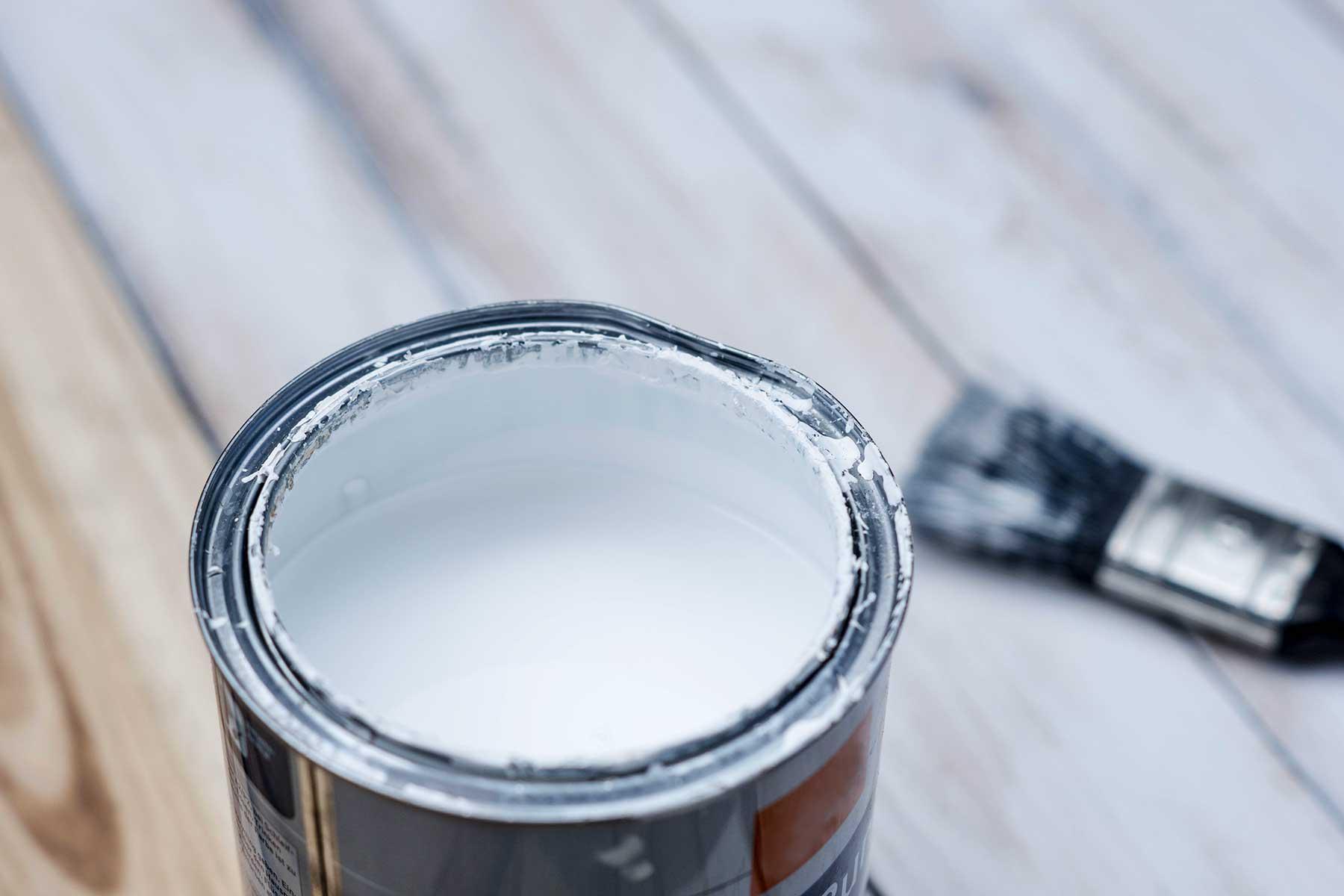 Weisse Farbe für Holz