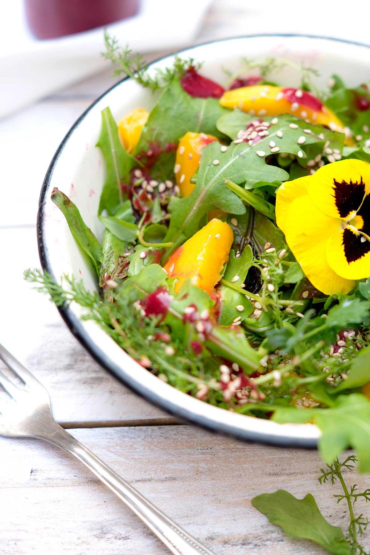 Frischer Salat in einer Schüssel