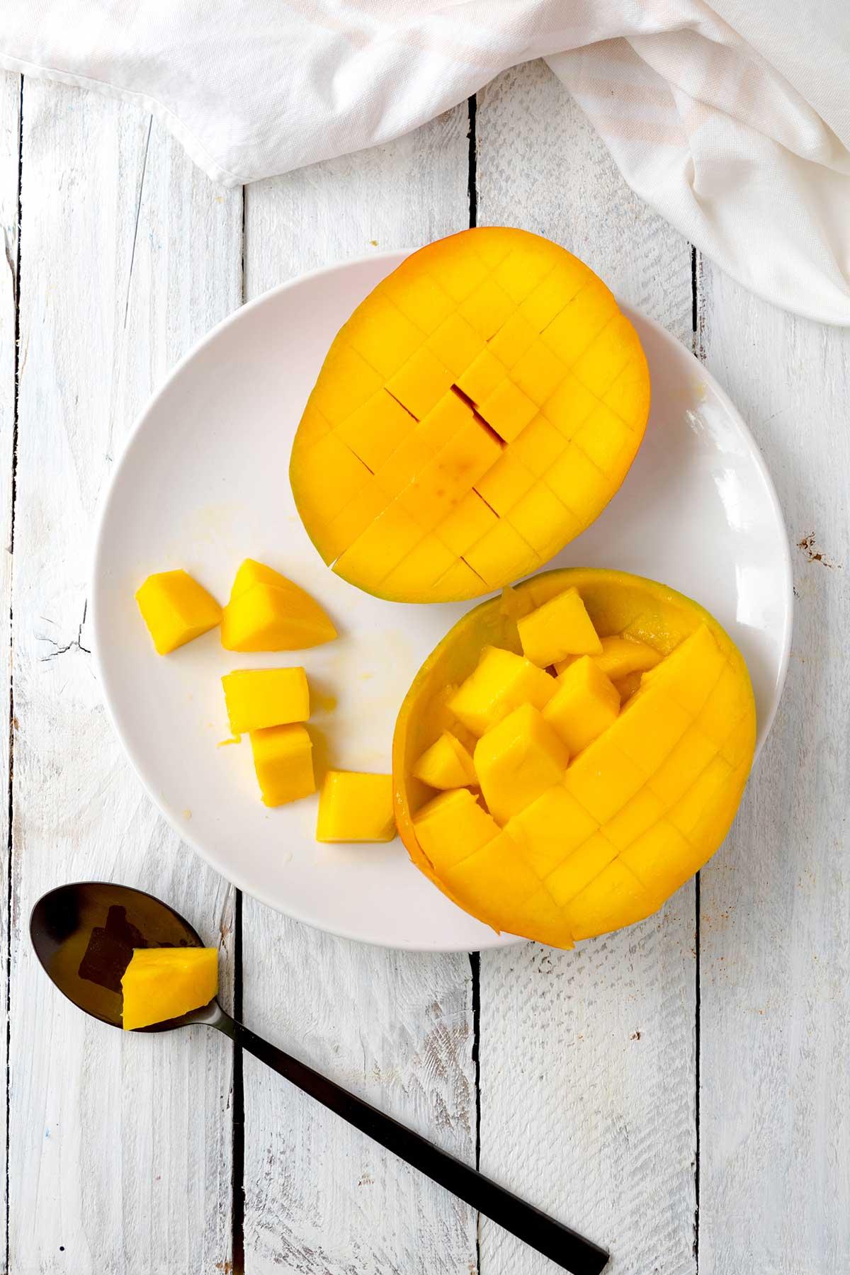 Mango in Stücke geschnitten