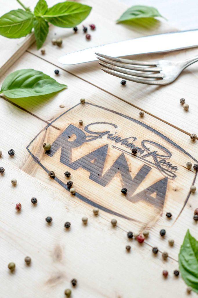 Rana Logo mit Besteck