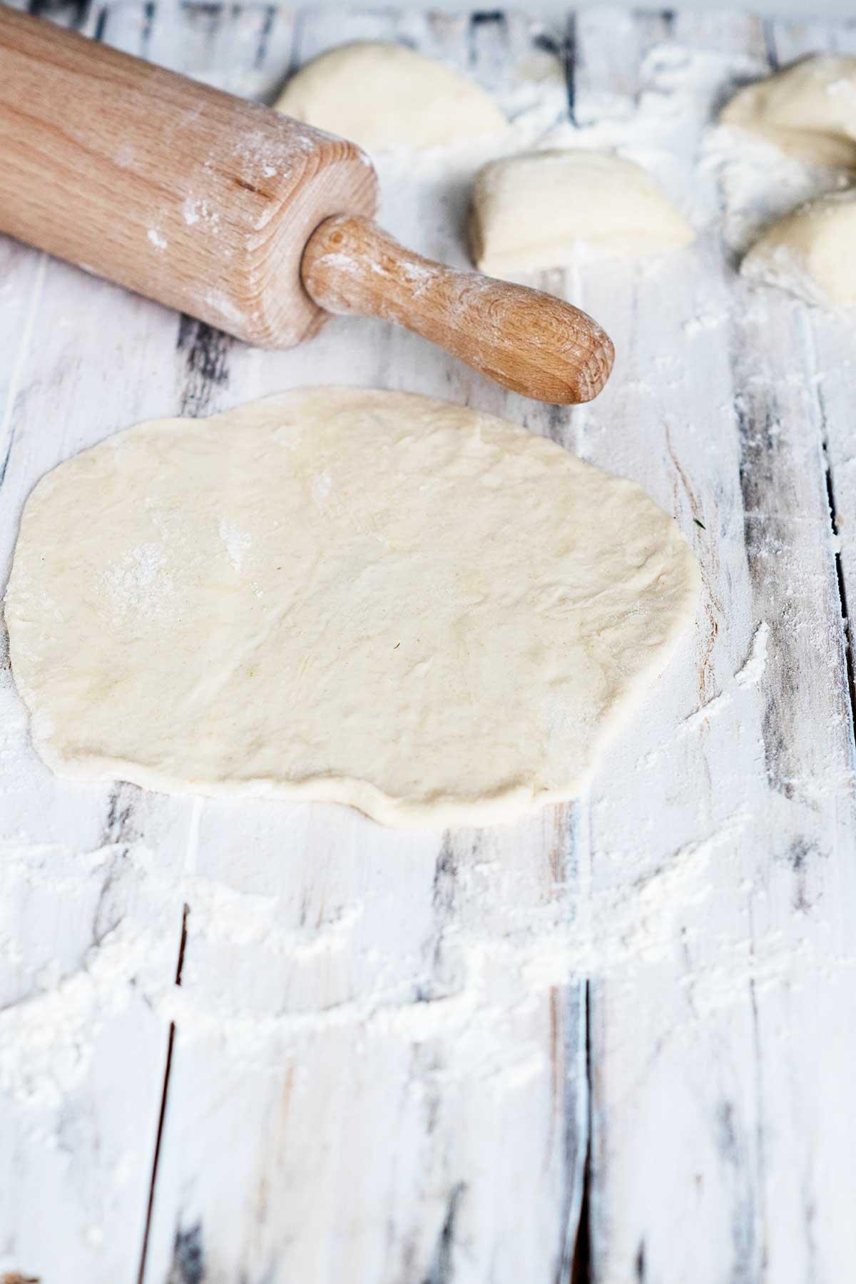 Tortillas Teig ausrollen