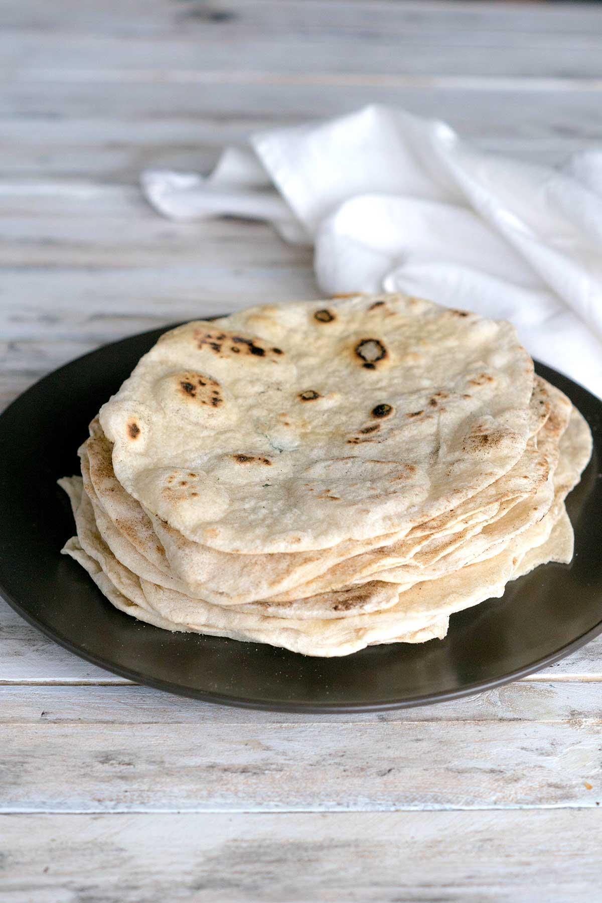 Tortillas auf Teller