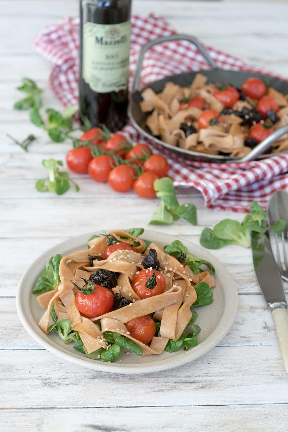 pasta mit tomaten und balsamico rezept auf foodlikers. Black Bedroom Furniture Sets. Home Design Ideas