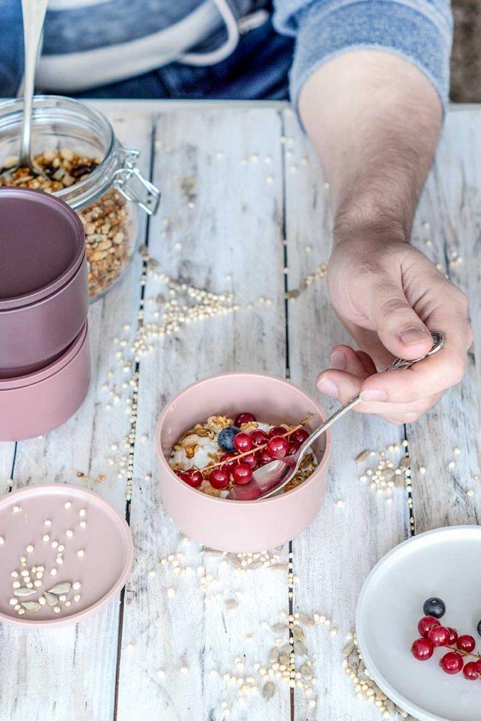 Müsli zum Frühstück mit Beeren