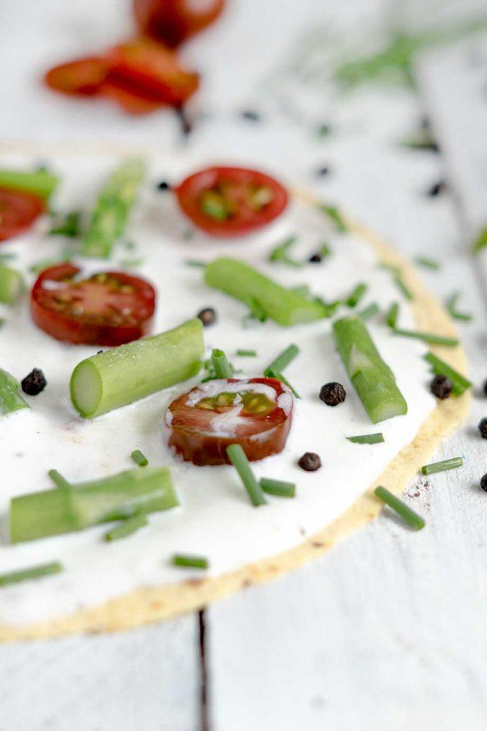 Tortilla mit Tomaten und Spargel