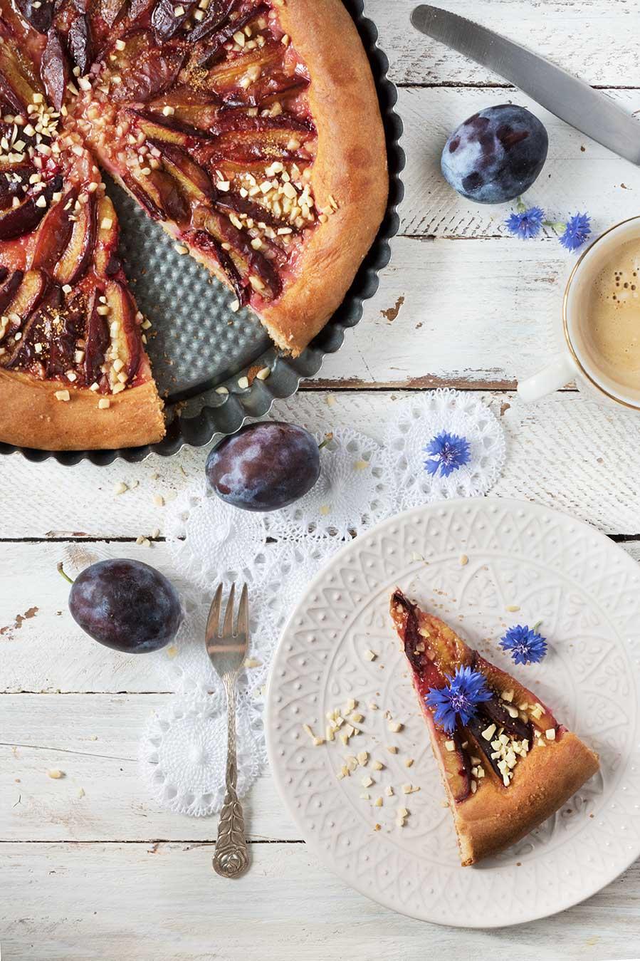Pflaumenkuchen Stück auf Teller