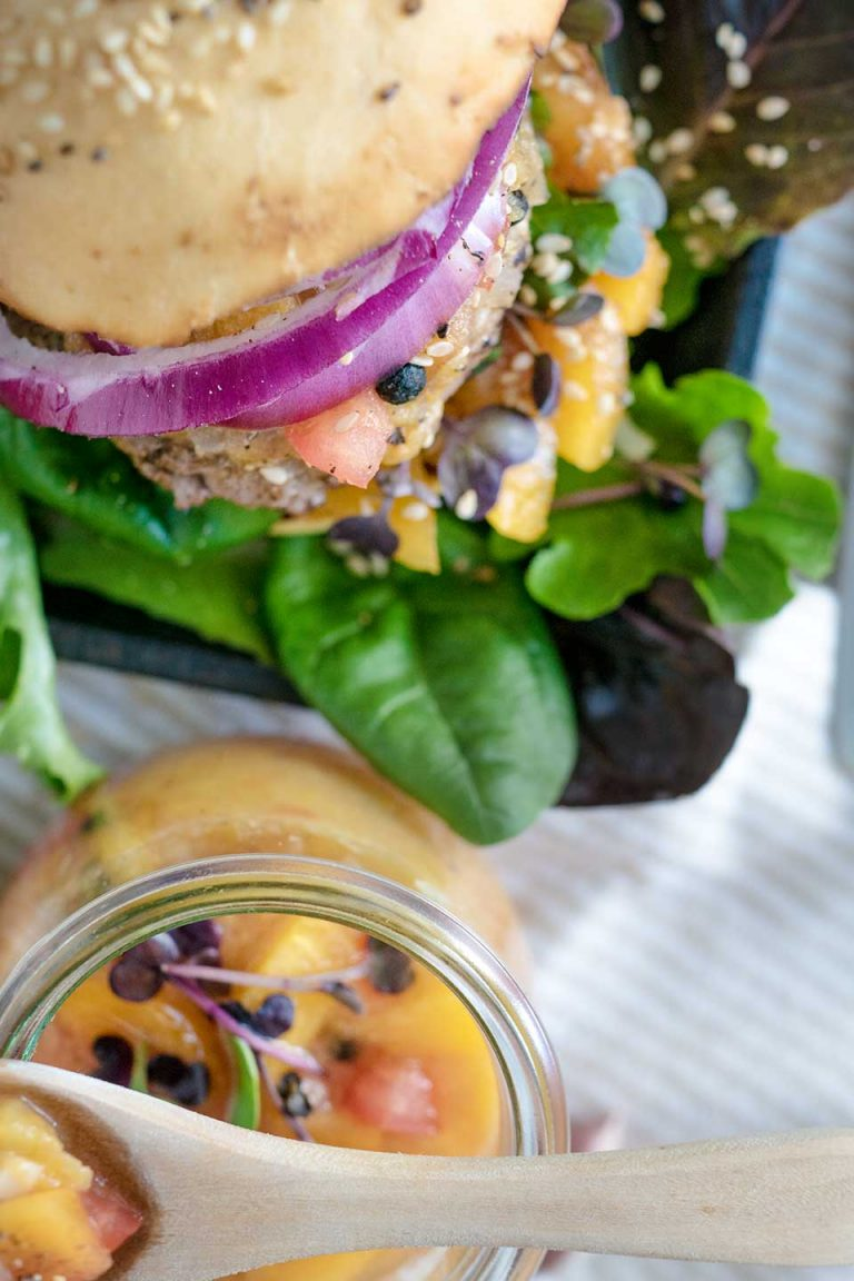Hamburger mit Salat