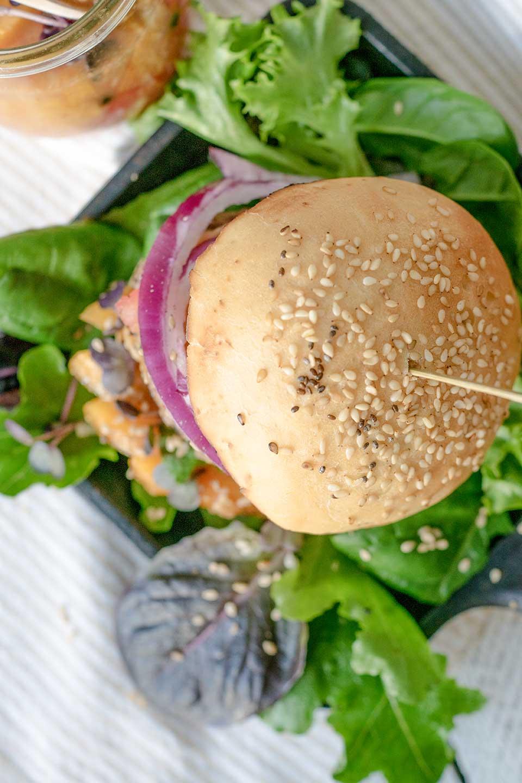 Burger mit Sesam