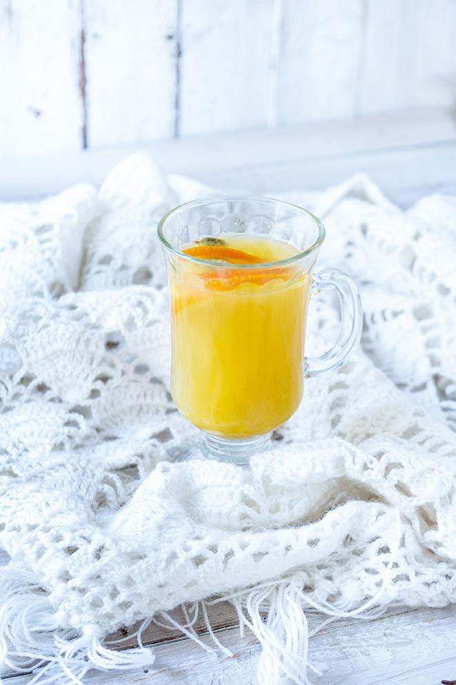 Orangenpunsch auf einer Decke