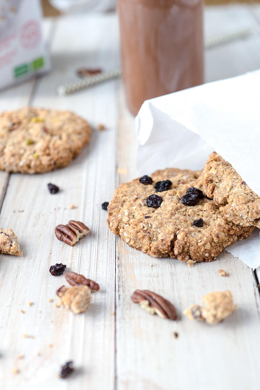 Gesunde Kekse in einer Papiertüte