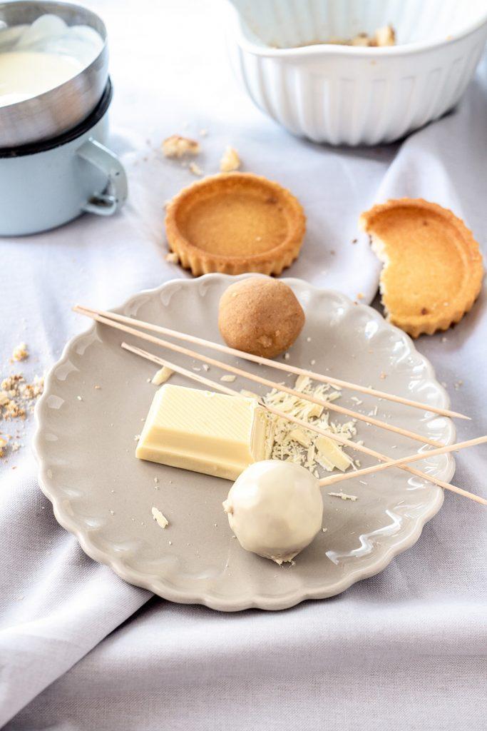 cake pops mit eierlik r und pistazien rezept ohne backen auf foodlikers. Black Bedroom Furniture Sets. Home Design Ideas