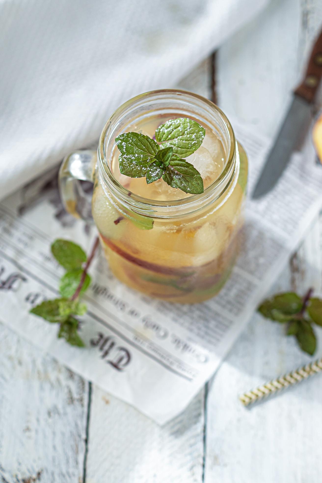 Apfelerfrischungsgetränk in einem Glas