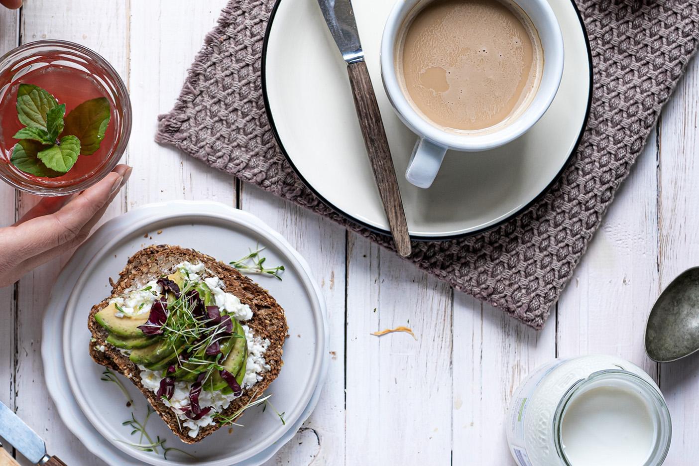 Gesundes Frühstück auf einem Tisch