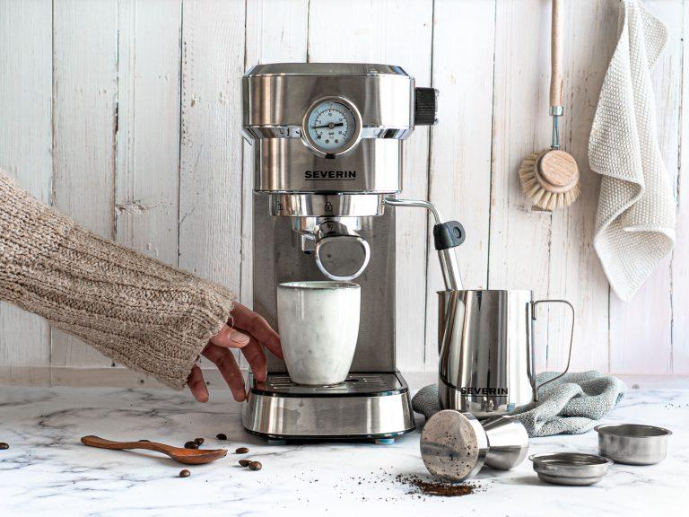 Kaffeemaschine bedienen und Kaffee kochen