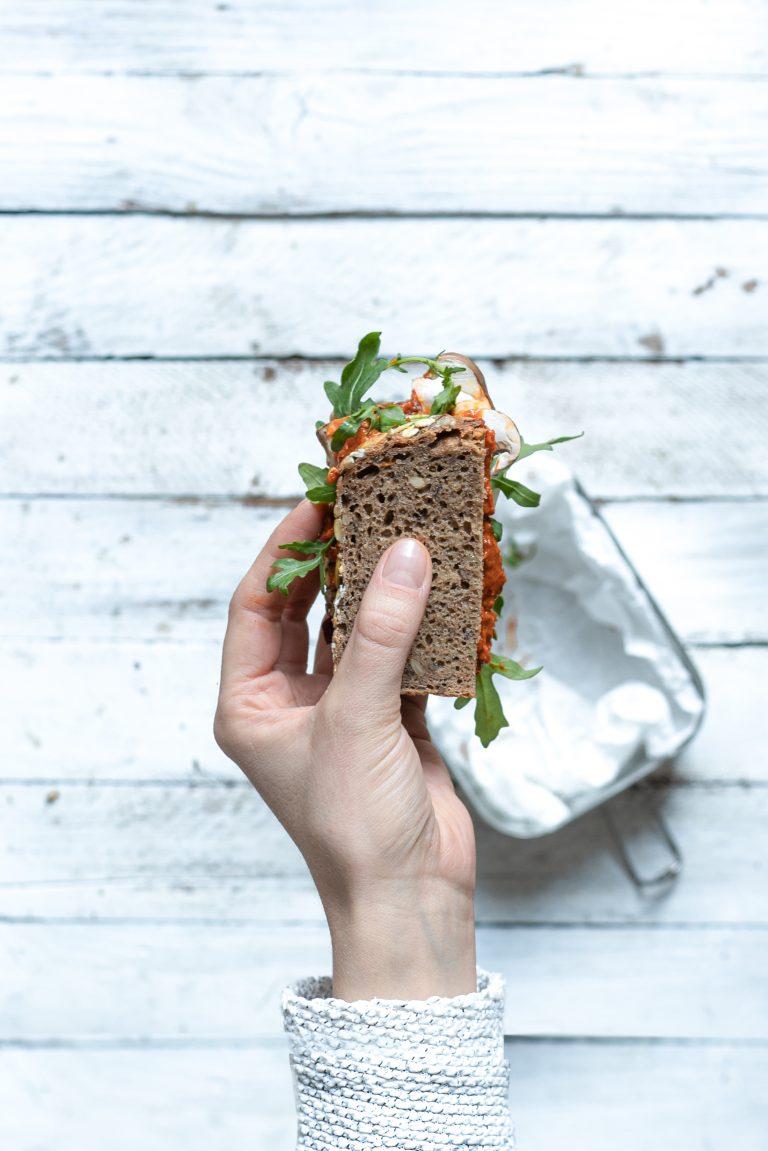 Gesundes Sandwich in der Hand